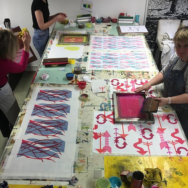 Really enjoying teaching my Thursday morning class @gpc_print  All very talented women💕 #printingonfabric  #surfacepatterndesign