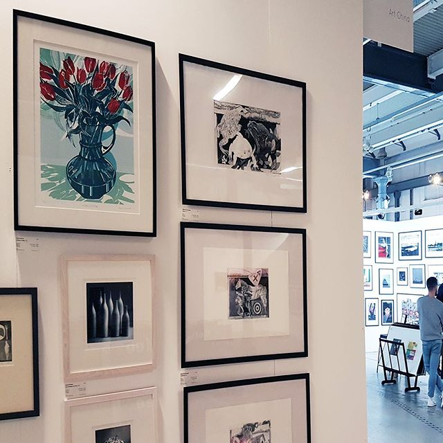 Delighted to have my print chosen for Woolwich  Print Fair. Convalescing so can't be there. Looks like a really lovely show in amazing venue. @woolwichcontemporaryprintfair #printmaking #woolwicharsenal #flowersinvases