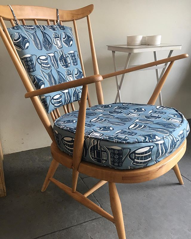Finally finished renovating my pair of #midcentury #ercolchairs bought on eBay for a bargain. It has taken me forever as I sanded them both down and oiled them and then replaced the webbing which was a nightmare!!!The fabric is my midcentury jugs print on 228g luxury  linen which is available in any length over a meter in many different colour ways😀
